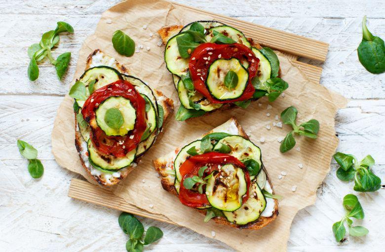 Интегрални брускети со печен зеленчук